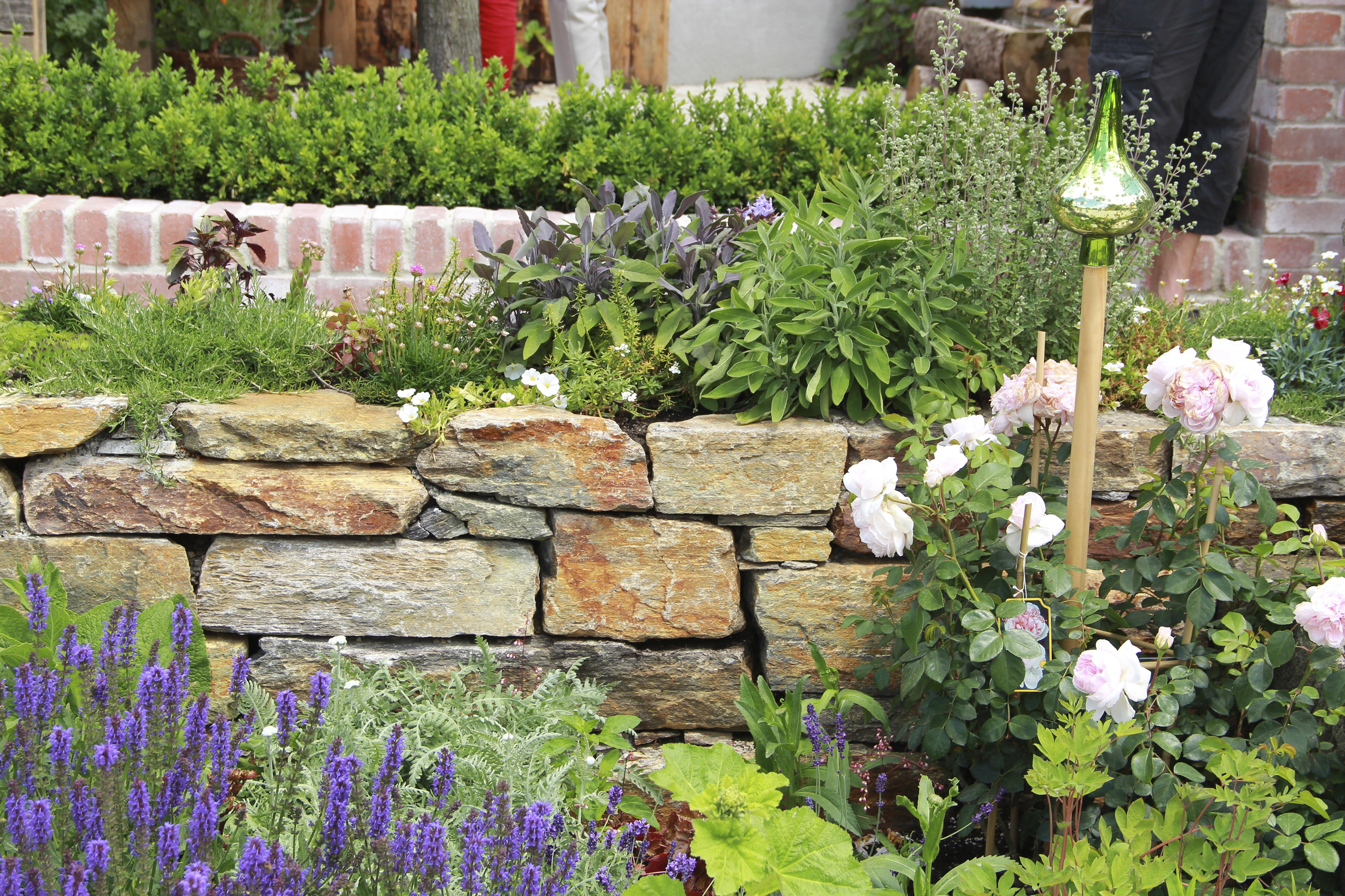 Garden Wall 2 Web. U2039